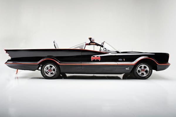 Batmóvel de 1966 está à venda por R$ 15,6 milhões - Motor Show