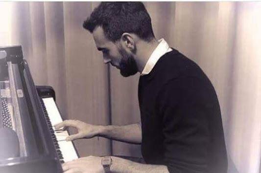 """""""Quando canto non so se entro in un altro corpo o mi entra dentro la musica. Lì veramente non mi vergogno di niente...!! (M. Mengoni)"""