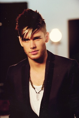 colton dixon (AI11 - top 7)
