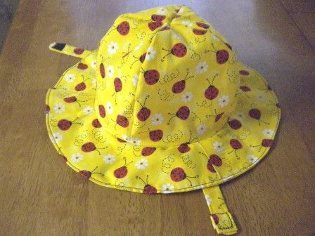 """Free sun hat tutorial - tute says it's sized for """"an older infant or a younger toddler"""", then mentions it fits her 15m old twins perfectly :)"""
