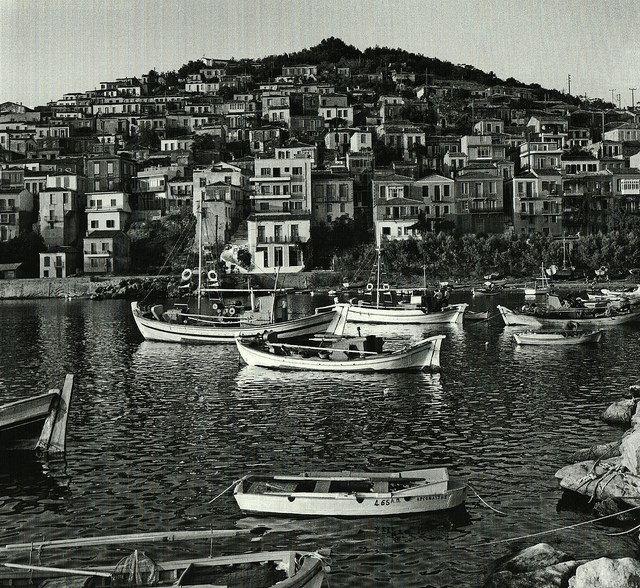 """Το Πλωμάρι του 1976 μέσα από το φακό του Φώτη Καζάζη στο λεύκωμα """"Ελλάδα 1964-1976"""