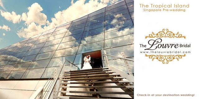 Marina Bay Sands Pre-wedding Photography. Personalized shoot venues @ The Louvre Bridal (www.thelouvrebridal.com)