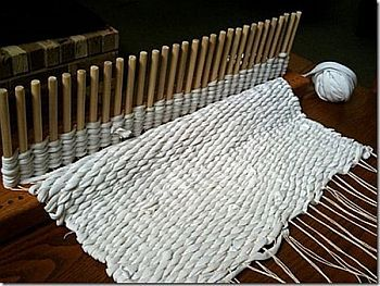 Peg Loom Weaving Projects | Peg Loom in action