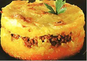 -10 mazorcas tiernas desgranadas y molidas -4 cucharadas de azúcar -125 grs. De queso blanco rallado 8 huevos batidos