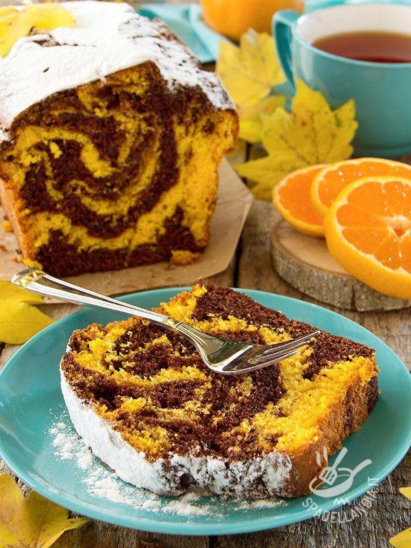 Il Plumcake variegato all'arancia è perfetto per quei momenti in cui ci assale la voglia di un dolce tradizionale e casalingo, gustoso e profumato.