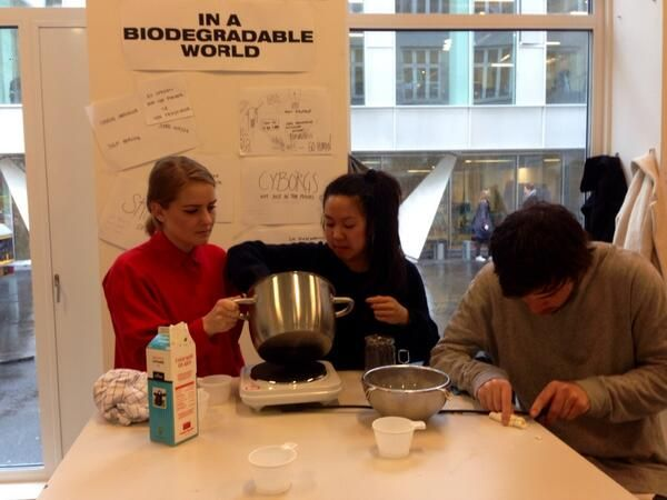 Learning by doing: Cooking up protein plastic #KEAweekBeesilk #MaterialDesignLab #KEAweek pic.twitter.com/Kd8tUYf3yT