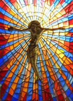 """""""Cristo"""" di Orlando Sparaventi, tecnica Plique-à-Jour, Museo """"Vecchio Mulino"""", Himmerod"""