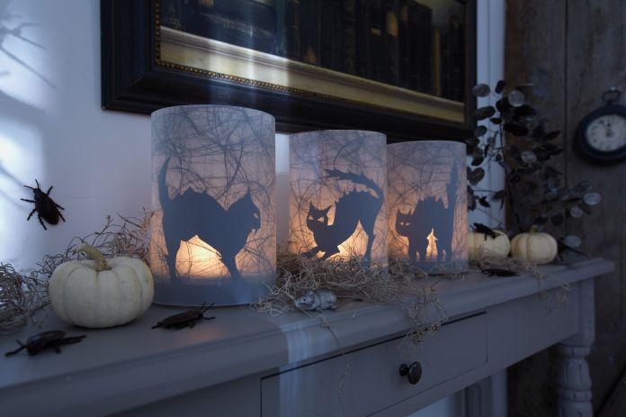 Bastellanleitung: Halloween Windlichter http://www.wohnen-und-garten.de/Deko/Kreativanleitungen/1769875-1787661-2672970.html