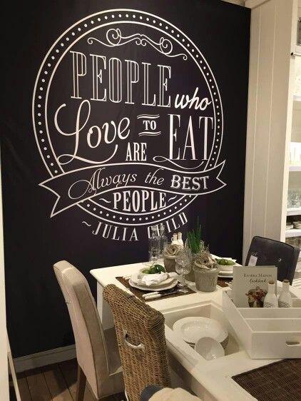 Prachtige donkere muur met tekst, erg mooi met het offwhite en hout - RM