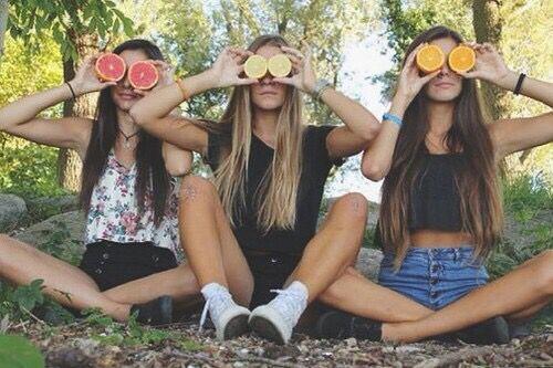 Imagem de friends, girl, and summer