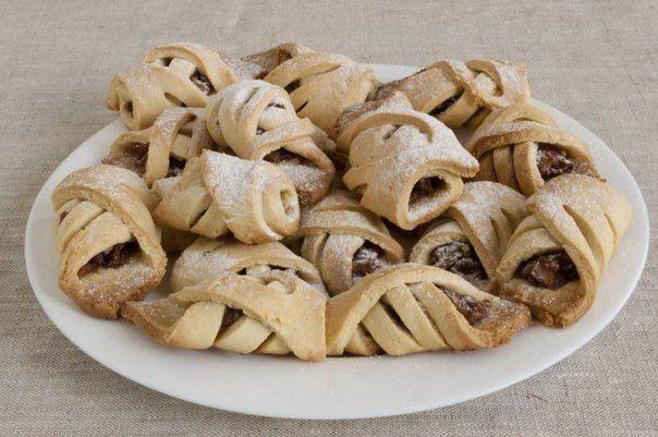 Рада представить вам рецепт печенья с яблоками и орехами, которое выпекается очень просто, выглядит красиво, и съедается очень быстро — настолько о...