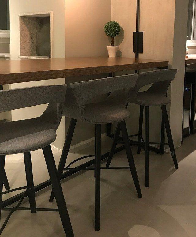 A banqueta aria com seu design inspirado nos cock pits for De club mobili