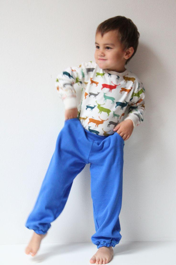 Návod a střih na dětské tepláky s kapsami a sedlem