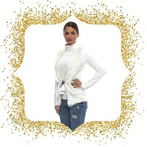 Ultimele serii disponibile❕- vestă din blană albă, potrivită sezonului de toamnă/iarnă. Comandă acum, în regim angro, de aici:  www.adromcollection.ro/veste-blana/348-vesta-angro-v005.html