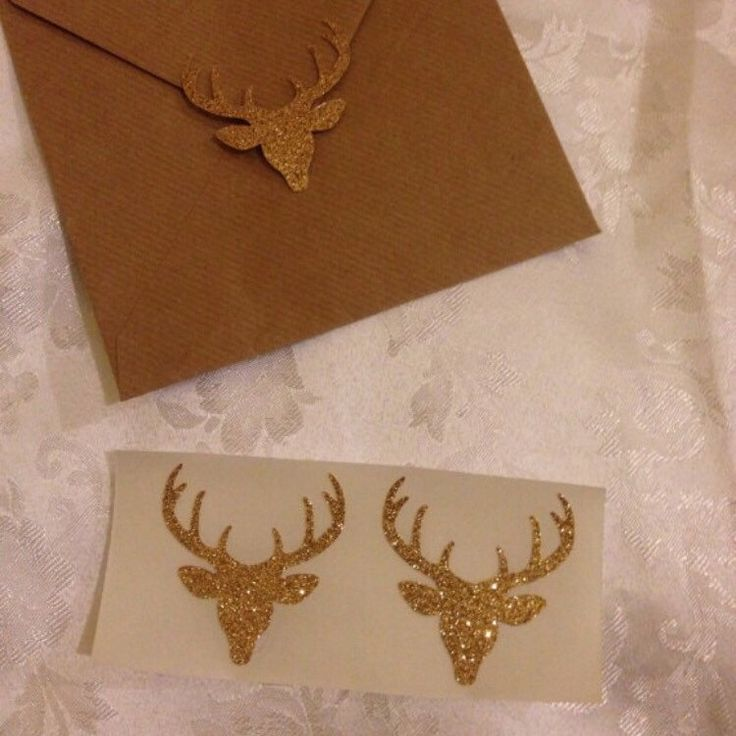 Perfect for Christmas. Extra large deer seals. These stickers are 2 inches across so really make a statement. Available in lots of colours all glittery and Christmassy 😊