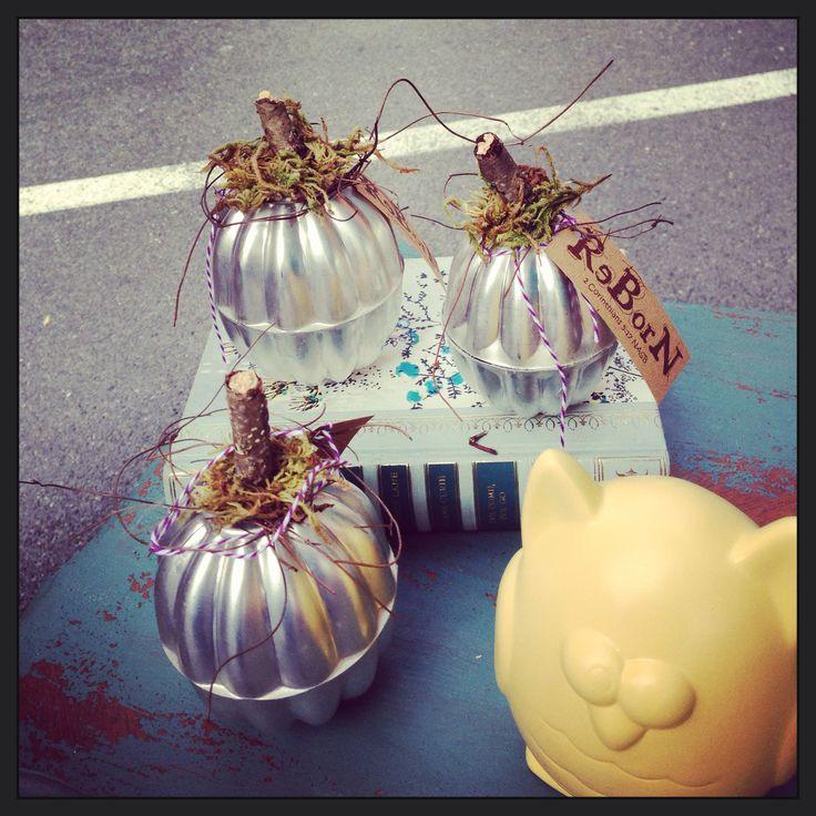 Vintage JELLO Molds Repurposed into Fall Pumpkins.