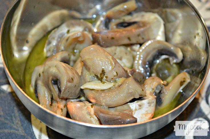 Champiñones al ajillo - http://www.mycookrecetas.com/champinones-al-ajillo/