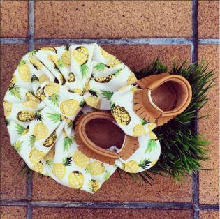 #moccs #pineapple #summer #turban #babyshoes http://smallnice.wordpress.com/2014/08/18/mamis-and-minis-calcat-per-bebes-calzado-para-bebes/