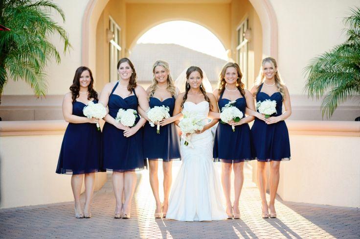 La mari e et ses demoiselles d 39 honneur en bleu marine for Robes de demoiselle d honneur mariage marine
