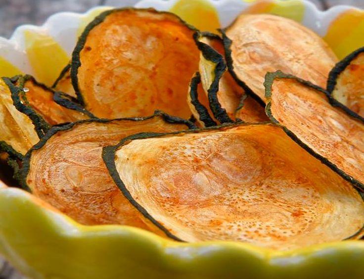 Finas, crujientes y deliciosas. La receta de chips de zapallo italiano es fácil, rápida e ideal para un aperitivo que acompañe cualquier momento.