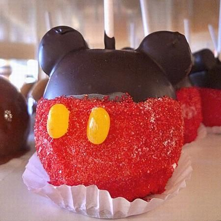This site has so many Disney World recipes!!! AHHHHH!!!! I'll probably just make the desserts!