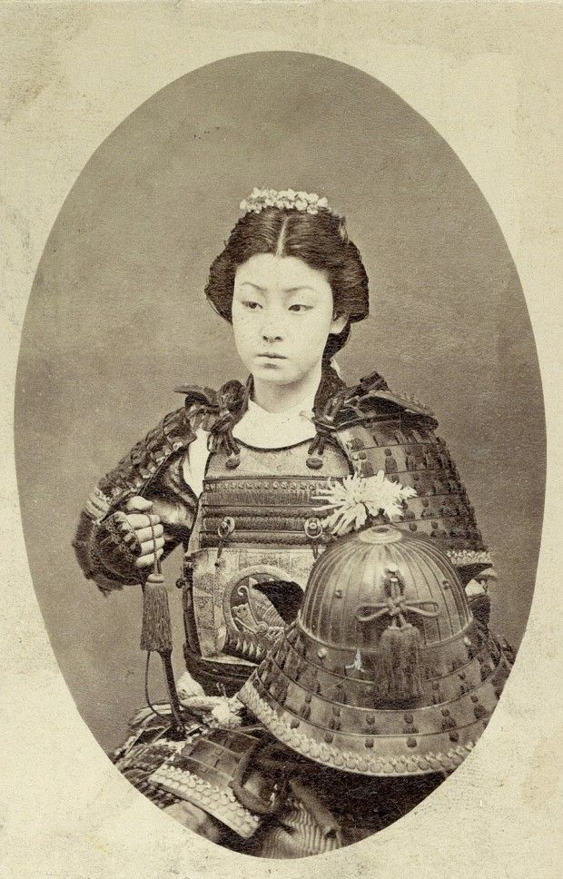 bornbetweentwosigns:  Onna-bugeisha (女武芸者)  A type of female warrior belonging to the Japanese upper class. They are sometimes mistakenly referred to as female samurai, although this is an oversimplification. Onna bugeisha were very important people in ancient Japan. Significant icons such as Empress Jingu, Tomoe Gozen, Nakano Takeko, and Hōjō Masako were all onna bugeisha who came to have a significant impact on Japan. Nonetheless, for thousands of years, certain upper class Japanese women…