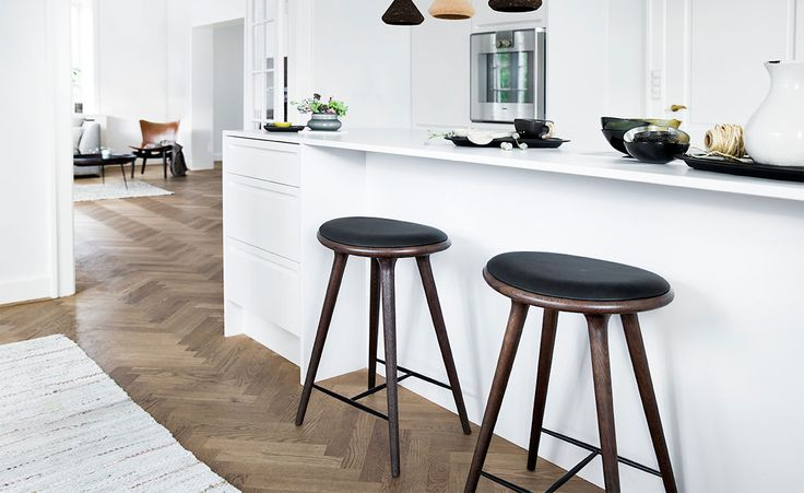 Space Design High Stool for Mater