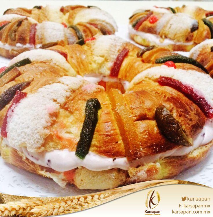 Rosca de reyes rellena de queso con zarzamora.