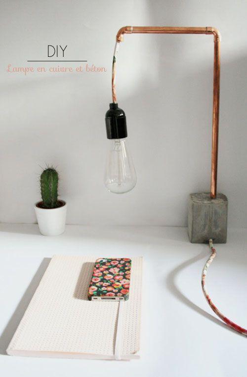 Lampe de bureau à faire soi-même. En tube en cuivre et socle béton. Style industriel très original (lien vers tuto complet en bas de page).