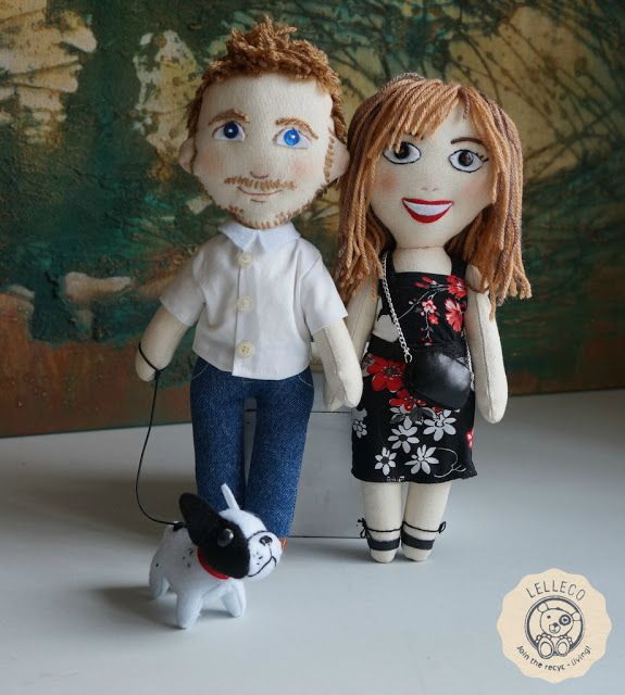 Muñecos personalizados con perro A family of personalised dolls: couple with dog french bulldog. Handmade by Lelleco,