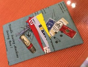 折って縫うだけ 布の簡単カードケース