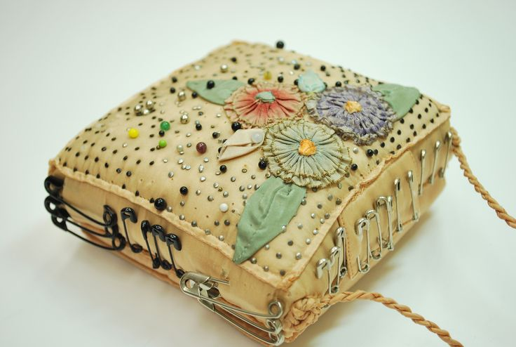 Original pinner said... From my pincushion collection, all handmade, hidden spot for a thimble.