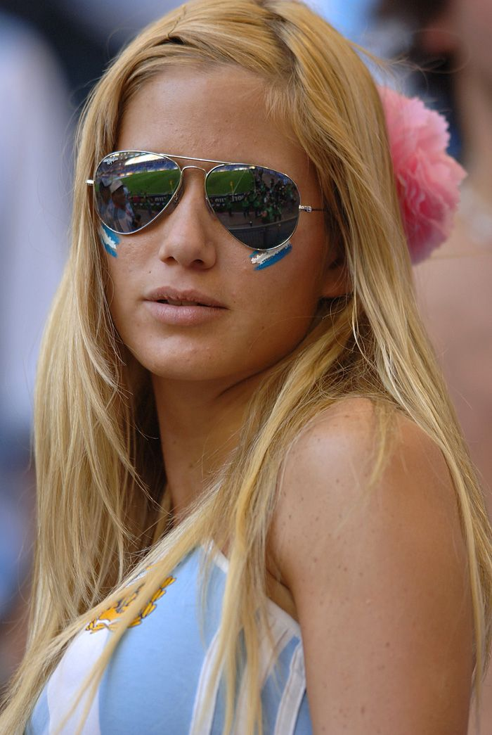 Pin by Alex Negrete on Beauty of World Cup   Soccer fans, Hot ...