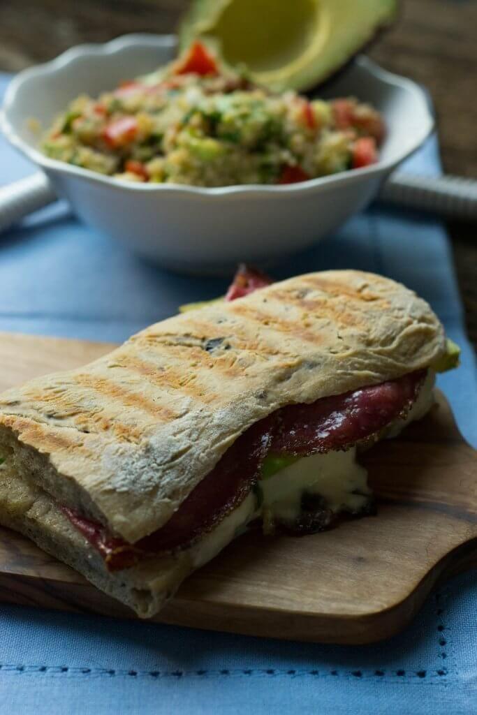 Panini Rezept - Grill Sandwich mit Avocado, Salami und Mozzarella