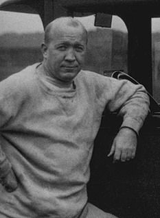 Knute Rockne....probably the most famous Norwegian in the U.S., and most Norwegians haven't heard of him in their country.  He was a Norwegian-American football player  & coach at Notre Dame, he is regarded as one of the most famous coaches in college football history.