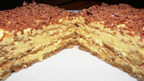 Vynikající oříškový dort s vanilkovým krémem posypaný čokoládou! | Milujeme recepty