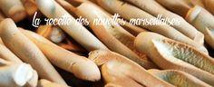 Chaque jeudi, Made in Marseille élabore une recette provençale pour vous régaler. Aujourd'hui, découvrez cette délicieuse recette de navette provençale à la fleur d'oranger. Une des grandes spécialités marseillaises ! Liste des ingrédients 700 g de farine T65 300 g de sucre 2 cuillières à soupe d'huile d'olive 6 cuillères à soupe de fleur d'oranger