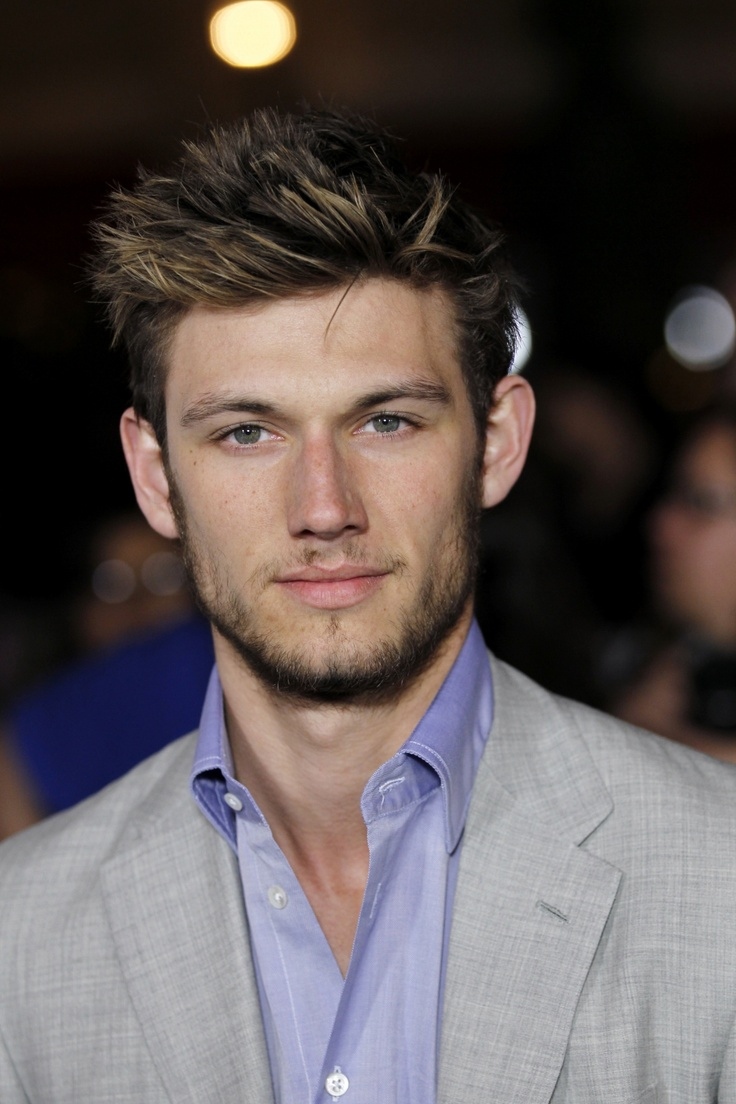 Derek jeter mens hairstyles colton haynes casual hairstyle - Alex Pettyfer The Kid In Magic Mike Yum