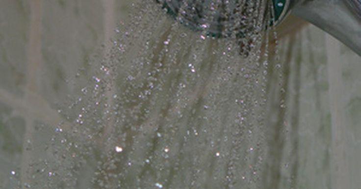 Tipos de tinta para paredes do chuveiro. Por estar exposta a alta umidade, a área do box do chuveiro requer um tipo especial de tinta impermeável, capaz de suportar muitas adversidades. Além disso, por causa da pouca aderência, ela requer tratamento especial antes da pintura, ou perderá o novo acabamento pouco tempo depois da aplicação.