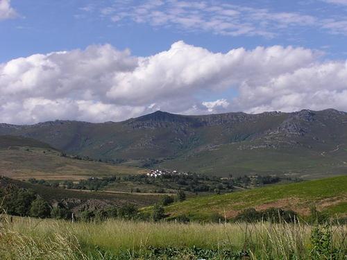 Manzaneda vista desde Villar (La Cabrera-León)