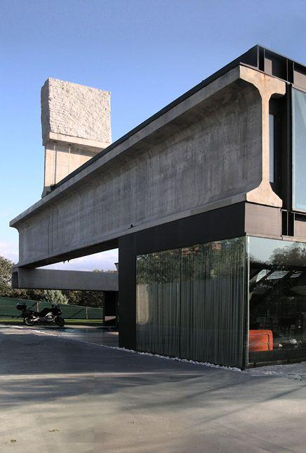 hermascopium house by ensamble studio. look at that i-beam...