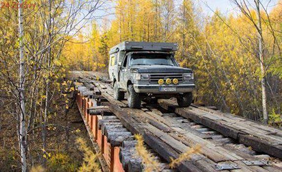 NOMÁDI: Svatební cesta napříč Mongolskem a Sibiří