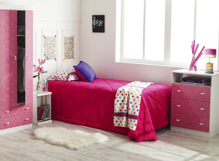 Combinar colores fuertes con blancos es una manera de hacer resaltar tus muebles. #YoAmoMiCasa #Muebles #Camas #tiendaeasy  #easytienda