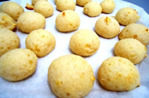 Ridiculously Easy Brazilian Cheese Bread | These little baked cheese balls are a popular snack food in Brazil. Mix it up this holiday season and serve these instead of the traditional dinner roll.
