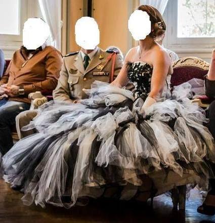 Robe de mariee noire et blanche d'occasion