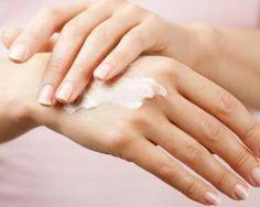Crème ultra-hydratante pour mains sèches à l'huile d'argan : http://www.fourchette-et-bikini.fr/recettes/recettes-minceur/creme-ultra-hydratante-pour-mains-seches-lhuile-dargan.html