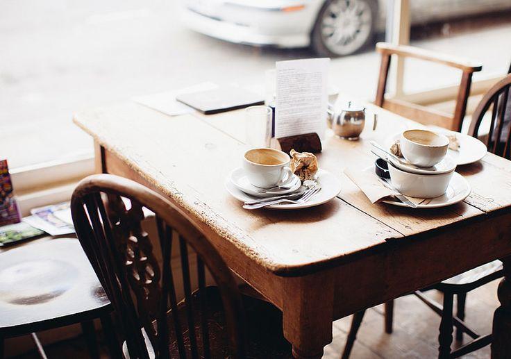 фотообоев картинка утро стол на улице цхинвала могут