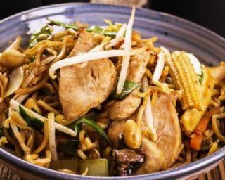 Sauté d'Asie au poulet spécial viande maigre : http://www.fourchette-et-bikini.fr/recettes/recettes-minceur/saute-dasie-au-poulet-special-viande-maigre.html