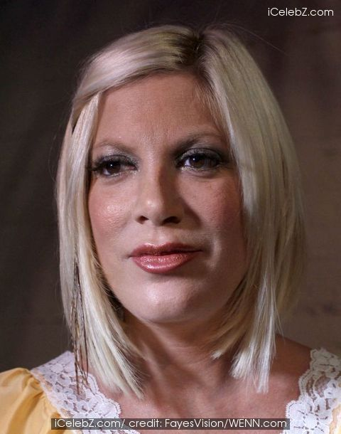 Tori Spelling writes she is grateful about her family - no mention of infidelity rumours http://www.icelebz.com/gossips/tori_spelling_writes_she_is_grateful_about_her_family_-_no_mention_of_infidelity_rumours/