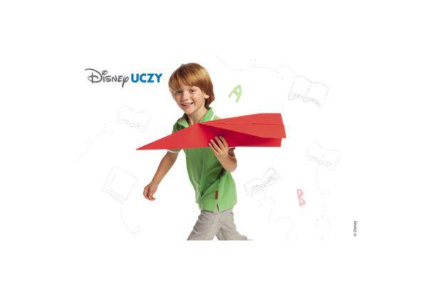 Choć sprawne posługiwanie się nożyczkami wydaje się dorosłym proste i oczywiste, dla małego dziecka stanowi nie lada wyzwanie. Musi nauczyć się je otwierać i zamykać, ustawiać narzędzie prostopadle do papieru, opanować i skoordynować ruchy przesuwne do przodu jedną ręką, przy jednoczesnym przytrzymy